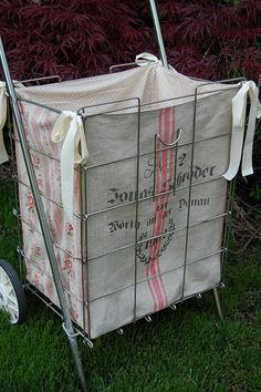 why, oh why, am I do addicted to vintage shopping carts with liners???