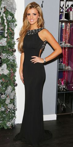 1. TOWIE's Lucy Mecklenburgh oozes glam at new boutique opening 6/dec/2012