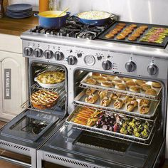 Dream oven/stove. So many baked goods, I could only imagine. Someday...someday.