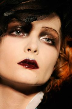 Just love the lips and eyes - Flapper-style