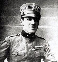 Francesco Baracca (Lugo, 9 maggio 1888 – Nervesa della Battaglia, 19 giugno 1918) è stato un asso dell'aviazione italiana e medaglia d'oro al valor militare nella prima guerra mondiale. Gli vengono attribuite 34 vittorie aeree.