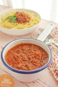 "Salsa boloñesa o ""ragú alla bolognese"" Salmon Recipes, Pasta Recipes, Beef Recipes, Chicken Recipes, Healthy Recipes, Recipe Pasta, Salsa Tomate, Curry, Kitchen Recipes"
