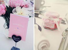 Petits pots fraises tagada - Fleurs rose, porte-menu- les moineaux de la mariée