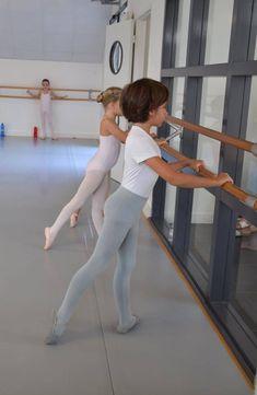Boys Ballet, Male Ballet Dancers, Ballet School, Ballet Class, Cute Teenage Boys, Cute Boys, Teenager Mode, Young Boys Fashion, Boyish Girl