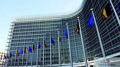 """Comisia Europeană a declanșat miercuri """"opțiunea nucleară"""" împotriva Poloniei! Urmează România? Comisia Europeana a declansat miercuri o procedura fara precedent impotriva guvernului polonez, care a ramas surd la numeroasele solicitari de a renunta la o serie de reforme juridice controversate si care ar putea conduce la suspendarea dreptului de vot al Varsoviei, anunta AFP. Executivul ..."""