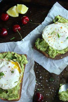 Skinny Fried Egg and Avocado Toast | simplegreenmoms.com