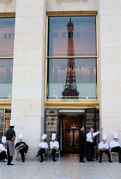 Couvre-chefs, Trocadéro, Paris.
