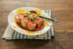 Por que ensopado tem que ser de carne, peixe ou frango? Eita, Zé! Abobrinha cozida no molho de tomate fica incrível. Um jantar rápido, leve e nutritivo.
