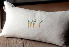 Coussin en plumes Les petites carottes http://prune.bigcartel.com/