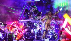 Stay at an onsen hotel, visit a cat cafe, and catch a robot cabaret show – Only in Tokyo!