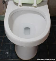 지린내 나는 화장실 변기 간단 청소법 Toilet, Sink, Cleaning, Bathroom, Health, Home Decor, Sink Tops, Washroom, Vessel Sink