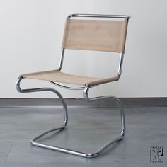 Backwards Cantilever Chair Outdoor Chairs, Outdoor Furniture, Outdoor Decor, Cantilever Chair, Folding Chair, Objects, Construction, Home Decor, Furniture