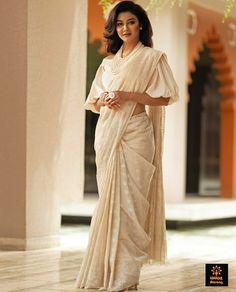 Experience the rich craft heritage of Bangladesh with this elegant remake of a 100 year old jamdani saree. This 200 count hand spun khadi… Pakistani Dresses, Indian Sarees, Indian Dresses, Saree Styles, Blouse Styles, Blouse Designs, Bangladeshi Saree, Saree Blouse, Sari
