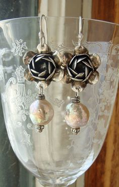 Upcycled Sterling Vintage Rose Pearl Assemblage von CobwebPalace
