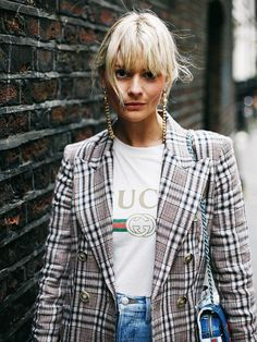 A graphic tee under a blazer is the easiest way to add visual interest to a super easy outfit. Shop graphic tees here: Fashion Me Now, Fashion 2017, Look Fashion, Winter Fashion, Fashion Outfits, Fashion Trends, Elle Fashion, Outfits Casual, Gucci Outfits
