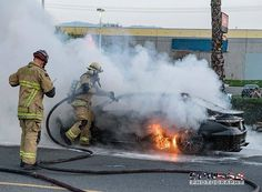 @epn564 -  BDC ME231 makes quick work of an auto fire in #sanbernardino yesterday. I see some competition over on the far right side of the pic...  @Local935 #SBCoFD . ___Want to be featured? _____ Use hastag chiefmiller  WWW.CHIEFMILLERAPPAREL.COM . . CHECK OUT! Facebook- chiefmiller1 Periscope -chief_miller Tumblr- chief-miller Twitter - chief_miller YouTube- chief miller Vero - chief miller . . TAG A FRIEND WHO NEEDS TO SEE THIS  Please be sure to Like and Comment.
