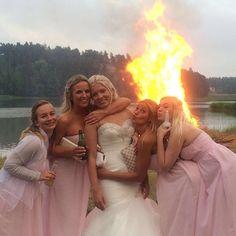 #wedding #midsommar #juhannus #2016 #bridesmaids #bride #friends #juhannuskokko #fire #loveyougirls #mrandmrswaheeb   #langvikhotel  http://www.langvik.fi/