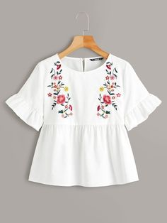 To find out about the Plus Keyhole Back Embroidery Front Smock Top at SHEIN, part of our latest Plus Size Blouses ready to shop online today! Plus Size Blouses, Plus Size Tops, Look Boho, Summer Shirts, Summer Blouses, Types Of Sleeves, Blouses For Women, Women's Blouses, Blouse Designs