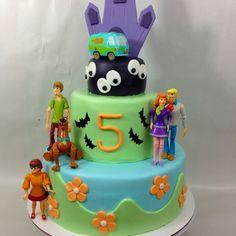 Scooby Doo cake.. I like the bottom tier