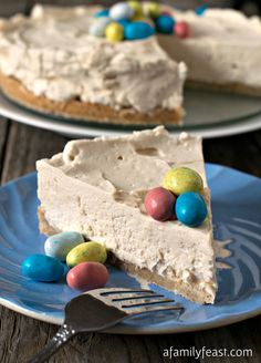 This Malted Mousse cake is the perfect dessert recipe for Easter! Light and creamy mousse flavored with malted milk powder on a sweet cookie crust. Easy to make and delicious!