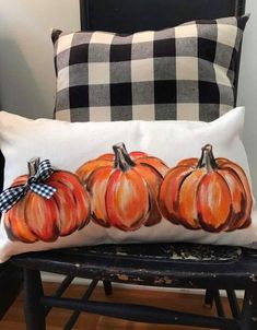 Best Fall & Halloween season home decoration DIY Ideas - Hike n Dip Celebrate the reign of Fall season with the best Fall and Halloween home decor DIY ideas. Take inspiration from the best fall home decor ideas for 2019 Halloween Home Decor, Fall Home Decor, Autumn Home, Fal Decor, Diy Autumn, Pumpkin Pillows, Fall Pillows, Throw Pillows, Halloween Season