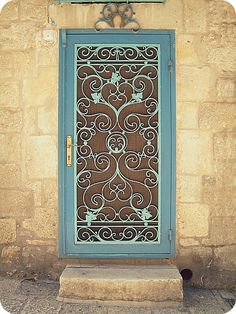 LOVE this door! Perfect 4 my future home. Even <3 the color.