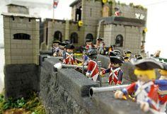 Cerca de 800 muñecos de Playmobil guían en el Castillo de Santa Bárbara a través de la historia de Alicante