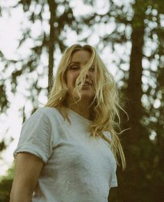 Singer and songwriter Ellie Goulding knows exercise is crucial to her mental health, so she makes. Ellie Goulding, Dougie Poynter, Hey Violet, Tyler Posey, Mane Attraction, Hereford, Down Hairstyles, Beautiful Actresses, Celebrity Photos