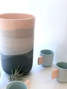6 Healthy Tips AND Tricks: Bottle Vases Centerpiece pottery vases easy. Big Vases, Clear Vases, Large Vases, Vase Centerpieces, Vases Decor, Pottery Vase, Ceramic Pottery, Vase Transparent, Pottery Painting Designs