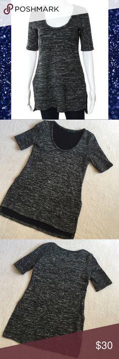 "Zara Woman Gray Scoop Neck Sweater Zara Woman Gray Sweater Tunic  Size Medium  Length (back) 29.5""  Length (front) neckline to hem 20.5""  Sleeve Length 11"" 41% acrylic 41% wool 15% cotton  3% polyamide Zara Sweaters"