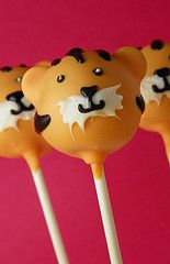 Wonderfully cute Tiger Cake Pops. #food #cake #pops #dessert #tigers
