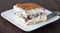 A dessert bond with extraordinary name united with exceptional taste. Various opinions will rise up upon hearing this dessert's name. What is really this dessert, and how to serve one? This dessert… Bon Dessert, Eat Dessert First, Cheese Dessert, 13 Desserts, Dessert Recipes, Dessert Healthy, Cheesecake Recipes, Turtle Cheesecake, Cheesecake Pudding