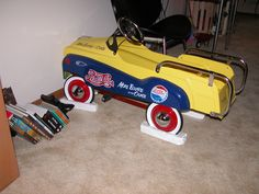 Pepsi pedal car Diet Pepsi, Pepsi Cola, Coke, Kids Bicycle, Garage Signs, Pedal Cars, Vintage Trucks, Toy Boxes, Thrifting