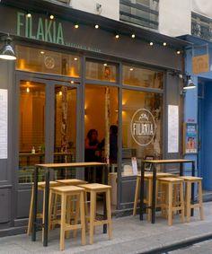 Envie de manger grec, vite fait, bien fait ?! Rendez-vous rue Mandar, chez Filakia, l'échoppe street-food près de Montorgueil pour déguster un souvlaki. 9, rue Mandar - 75002