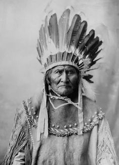 """Geronimo """"Quand le dernier arbre aura été abattu, quand la dernière rivière aura été empoisonnée, quand le dernier poisson aura été pêché, alors on saura que l'argent ne se mange pas."""" Go Kha Yeh dit Geronimo, chaman et guerrier Apache (1829 - 1909)"""