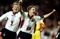 David e Michael David Beckham, Michael Owen, Charming Man, Fifa World Cup, Football Players, Soccer, Couple Photos, Sports, Tops