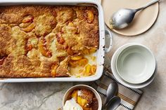This easy peach cobbler recipe is one of our most popular desserts and is the pefect ending to any summertime meal. Fruit Recipes, Dessert Recipes, Cooking Recipes, Picnic Recipes, Pie Recipes, Fall Recipes, Memorial Day, 13 Desserts, Kitchen