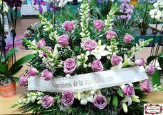 Ramo de defunción con antirrhinum Potomac white, lilium Navona, rosas Ocean song, paniculata y verdes variados.