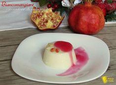 BIANCOMANGIARE CON COULIS DI MELOGRANO - MILK PUDDING WITH POMEGRANATE SAUCE #biancomangiare #siciliano #budino #latte #coulis #melograno #pomegranate #sauce #milk #pudding #ricetta #recipe #natale #christmas #xmas #italian #ilchiccodimais https://blog.giallozafferano.it/ilchiccodimais/biancomangiare-con-coulis-di-melograno/