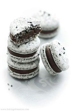 Cookies&Cream Macarons. They look so good don't they?