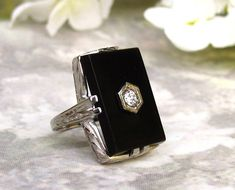 Antique art deco engagement ring onyx and diamond ring white gold – lady rose vintage jewels Rose Vintage, Vintage Rings, Vintage Jewelry, Antique Jewelry, Silver Jewelry, Antique Rings, Silver Earrings, Deco Engagement Ring, Antique Engagement Rings