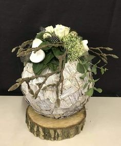 Deco Floral, Arte Floral, Easy Diy Christmas Gifts, Christmas Decorations, Easter Arts And Crafts, Deco Originale, Beautiful Flower Arrangements, Paper Flower Backdrop, Deco Table