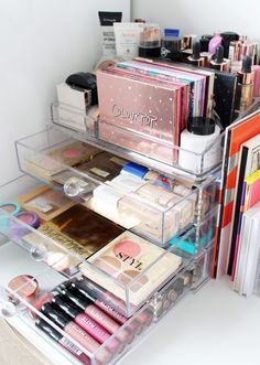 Marie kondo your makeup my decluttering organisation tips from a makeup hoarder - cassandramyee. Diy Makeup Organizer, Makeup Drawer Organization, Make Up Organizer, Bathroom Organization, Make Up Organization Ideas, Makeup Storage In Bathroom, Makeup Organizing Hacks, Makeup Vanity Case, Makeup Vanity Decor