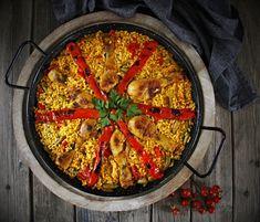 V kuchyni vždy otevřeno ...: Paella Valenciana a Paella de Marisco Paella Valenciana, Ethnic Recipes, Food, Seafood Paella, Red Peppers, Essen, Meals, Yemek, Eten