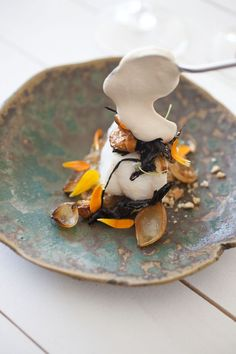 Adore the glaze on that plate.New Nordic Food – From Restaurant Frantzén Taste Popup in Stockholm Photography: Bianca Brandon-Cox Pizza Gourmet, Gourmet Recipes, Food Styling, Norway Food, Michelin Star Food, Modernist Cuisine, Think Food, Mets, Foodblogger