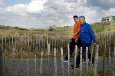 Dutch national football team coach Guus Hiddink (R) and player Robin van Persie (L) walk prior to a press conference in Noordwijk, on October 9, 2014,ahead of their Euro 2016 qualifying matches.