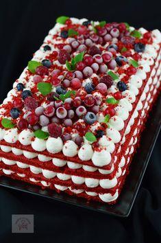 "Tort ""Red Velvet"" (Catifea Rosie) - CAIETUL CU RETETE Red Velvet, Romanian Food, Panna Cotta, Raspberry, Deserts, Food And Drink, Sweets, Fruit, Cooking"