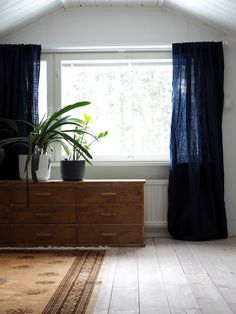 Pellavaa ikkunaan Curtains, Home Decor, Blinds, Decoration Home, Room Decor, Draping, Tents, Picture Window Treatments, Sheet Curtains