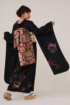 Japan Fashion, Runway Fashion, Kimono Dress, Kimono Top, Kabuki Costume, Moderne Outfits, Modern Kimono, Kimono Design, Japanese Outfits