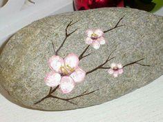 Flower Rock Painting Patterns, Rock Painting Ideas Easy, Rock Painting Designs, Stone Art Painting, Pebble Painting, Pebble Art, Stone Crafts, Rock Crafts, Rock Flowers
